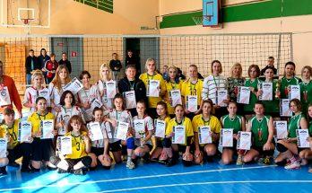 награждение-победителей-первенства-по-волейболу